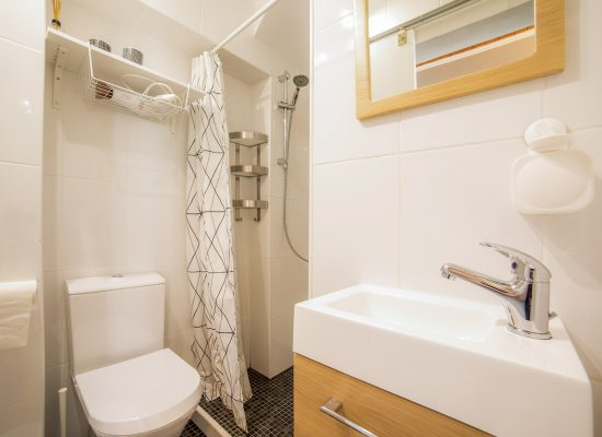 air-bathroom-bluedoorlagos